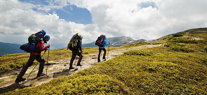 Menschen mit Wanderrucksack