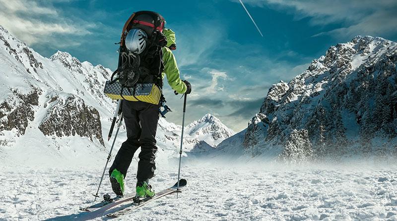 Skifahrer mit Tourenrucksack