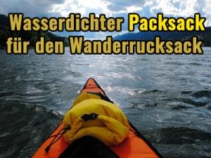 Wasserdichter Packsack auf einem Kajak